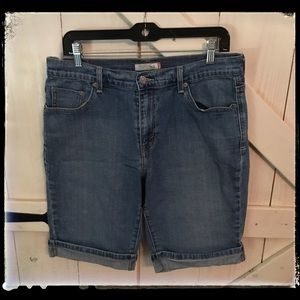 Size 12 515 Levi Rolled Jean Short